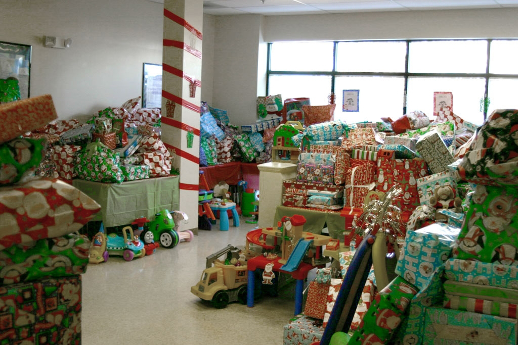 Three Kings Day 2014-Room Full of Gifts--For Dec. 2014 Clarion