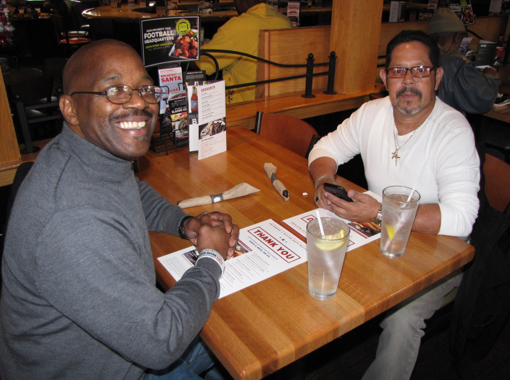 Veterans Day Applebees Daryl Poe and Jose Torres